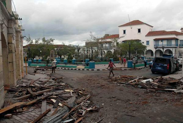 """[Malas noticias] El huracán """"Sandy"""" dejó 11 muertos en su paso por Cuba Huracan-sandy-santiago-de-cuba-2510210-4-foto-miguel-rubiera-justiz"""