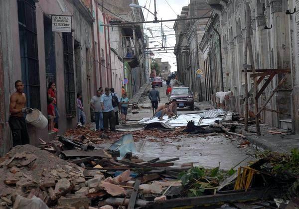 """[Malas noticias] El huracán """"Sandy"""" dejó 11 muertos en su paso por Cuba Huracan-sandy-santiago-de-cuba-2510210-5-foto-miguel-rubiera-justiz"""