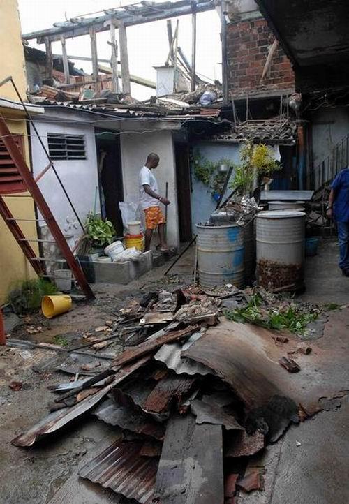 """[Malas noticias] El huracán """"Sandy"""" dejó 11 muertos en su paso por Cuba Huracan-sandy-santiago-de-cuba-2510210-6-foto-miguel-rubiera-justiz"""