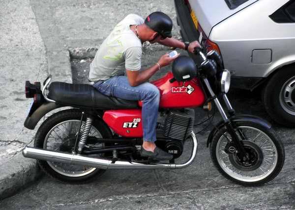 Casques de motards à MZ : Cuba Moto-mz-modeloetz250-foto-abelrojas