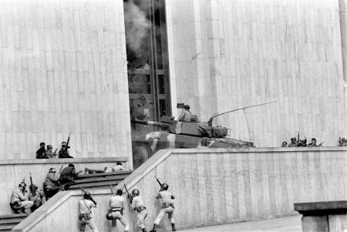 Imagenes que impactaron nuestra historia contemporanea. (Nacional e Internacional) - Página 2 Palacio-enfrentamiento