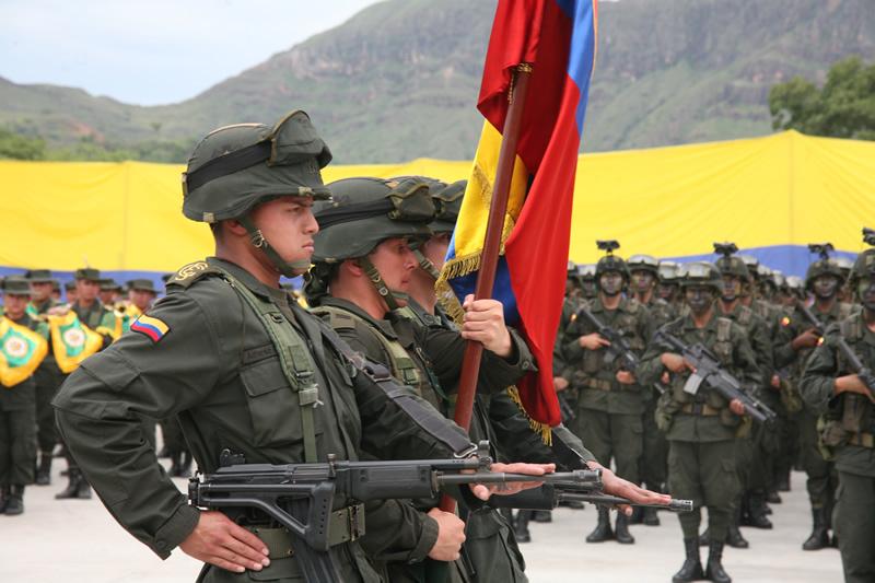 Armas ligeras y de acompañamiento de las FFAA Policia-nacional