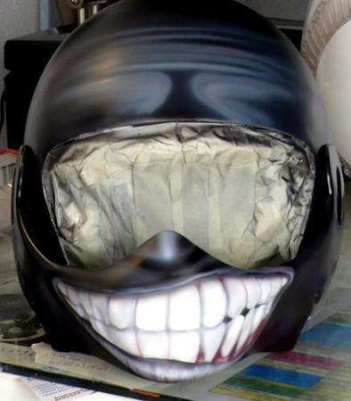 Peinture sur casque moto...... Sourire