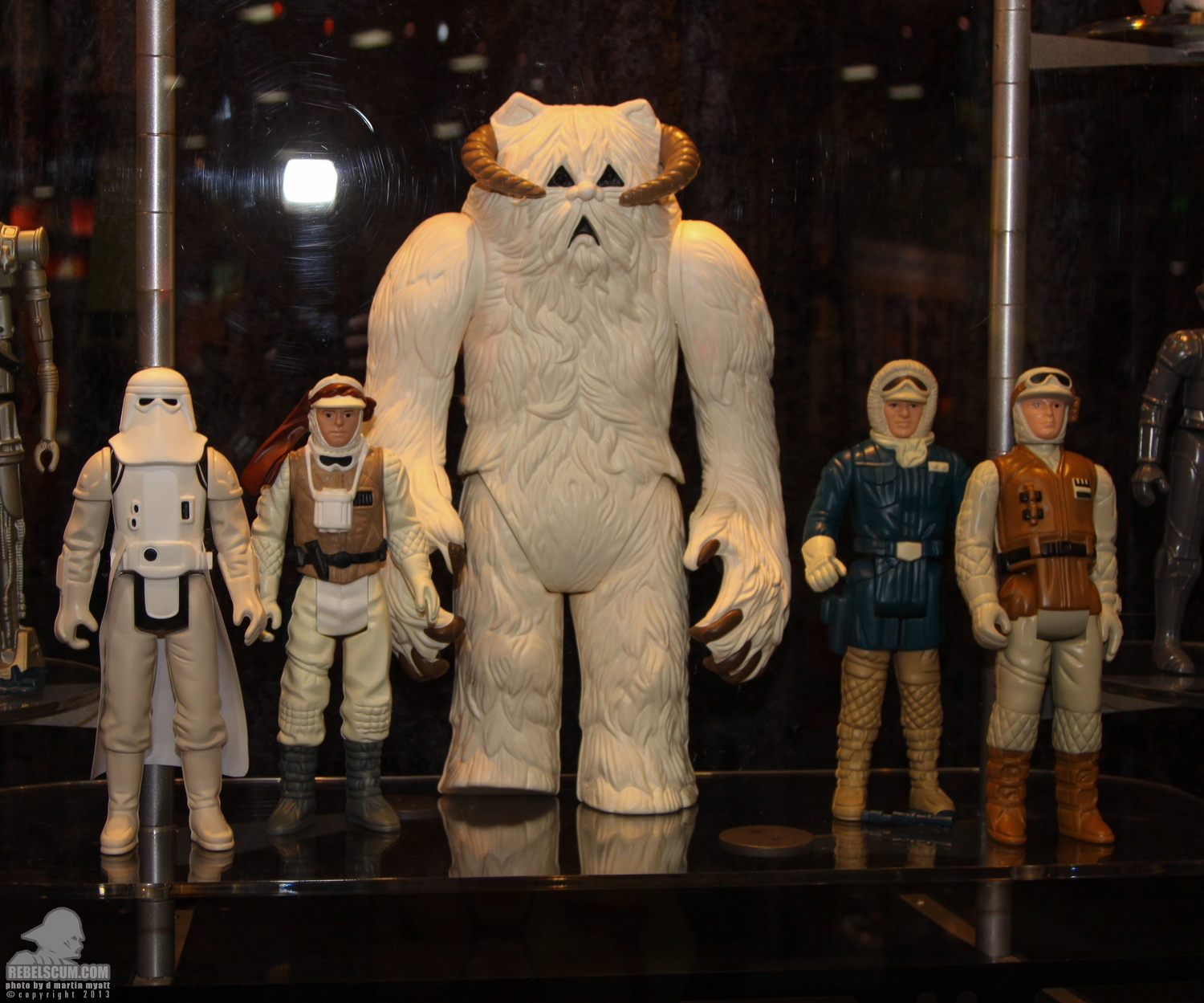 Vintage Kenner replica GG jumbo 12'' & Life size Action figures. - Page 4 SDCC_2013_Gentle_Giant_Ltd_Star_Wars_Wed-003