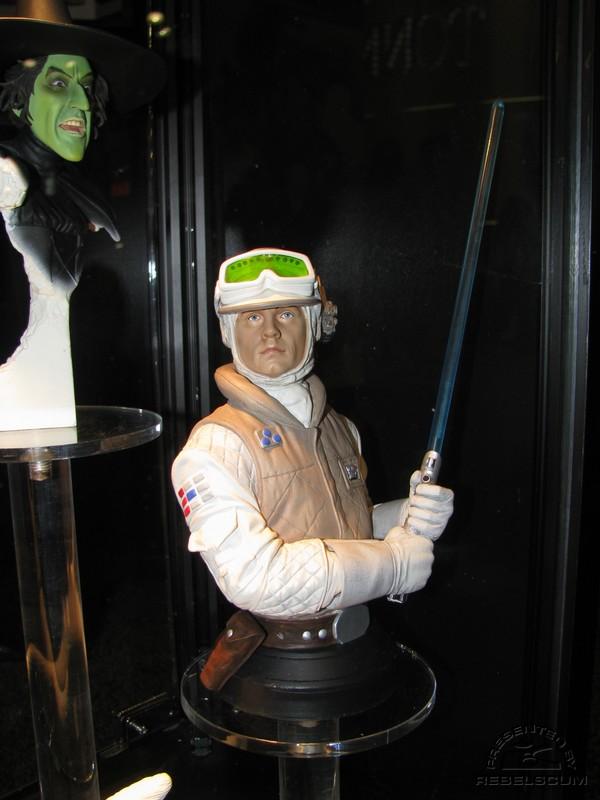 Gentle Giant -Han solo, Luke Skywalker & Leia Hoth mini-bust IMG_1171