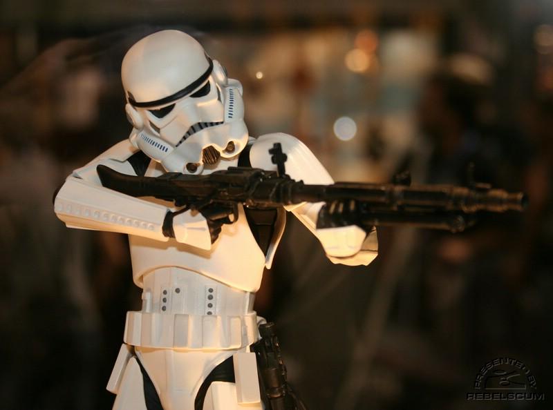 Gentle Giant - Stormtrooper Statue IMG_3378