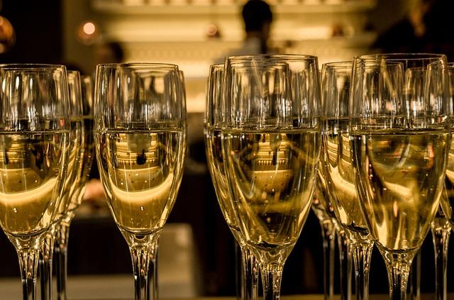 Brindemos en Navidad Champagne-583410_640