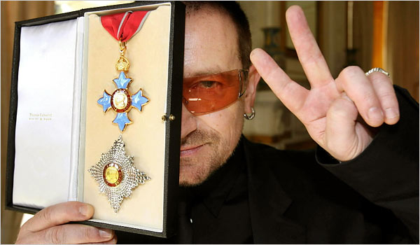 """""""PSEUDO FAKE ACTION MAN SOLD MY SOUL BONO""""s One Foundation Keeps 98% of Charity Funds 26986Bono-award-from-Queen-Elizabeth-II2"""