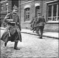 Секрет КОРОЛЕВЫ ВИКТОРИИ: ФЮРЕР АДОЛЬФ ГИТЛЕР БЫЛ ЕЕ ВНУКОМ! Adolf-the-courier