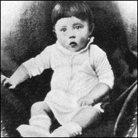 Секрет КОРОЛЕВЫ ВИКТОРИИ: ФЮРЕР АДОЛЬФ ГИТЛЕР БЫЛ ЕЕ ВНУКОМ! Baby-adolf-hanover
