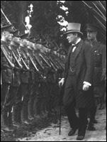 КОНСТАНТИНОПОЛЬ БЫЛ ИСТИННОЙ ПРИЧИНОЙ КОММУНИЗМА! Churchill-inspecting-army-of-occupation