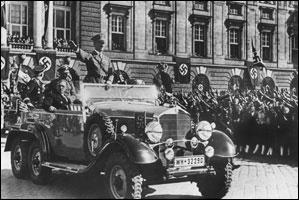 АДОЛЬФ ГИТЛЕР ПРОТИВ ГАБСБУРГОВ!! Hitler-enters-vienna