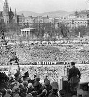 АДОЛЬФ ГИТЛЕР ПРОТИВ ГАБСБУРГОВ!! Hitler-speaking-in-vienna