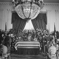 ЧЕРЧИЛЛЬ И ЯДЕРНЫЙ АРСЕНАЛ ГИТЛЕРА! Roosevelt-lying-in-state