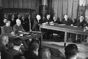 Секрет КОРОЛЕВЫ ВИКТОРИИ: ФЮРЕР АДОЛЬФ ГИТЛЕР БЫЛ ЕЕ ВНУКОМ! Winifred-wagner-trial