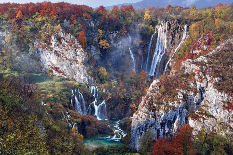 Vodopadi - Page 3 %E2%80%98Falls-In-Autumn-Plitvice-Lakes-National-Park-Croatia%E2%80%99-by-Vedrana-Tafra.-960x640_c