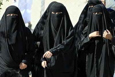 Veshjet e grave myslimane në vende të ndryshme! Saudi-arabien-frauen