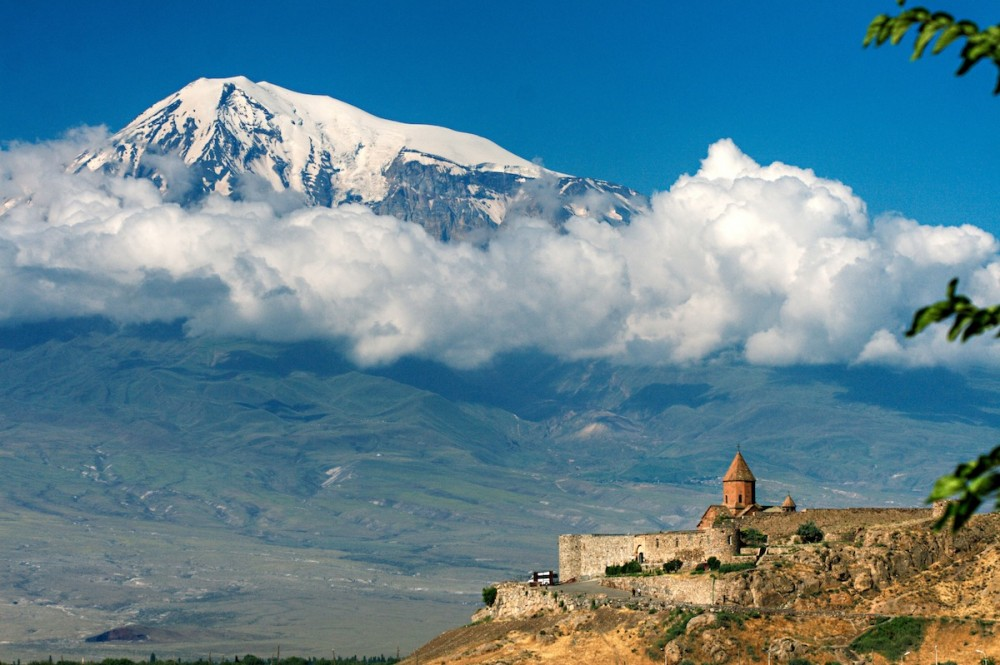 Armenija Kohrvirab-Armenien-by-MrAndrew47-via-Wikipedia-1000x665