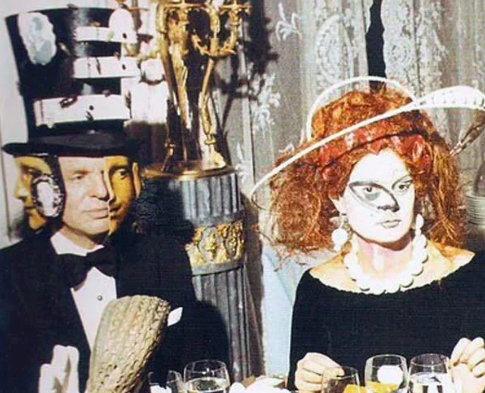 17 Genuinely Creepy Photos From A 1972 Rothschild Dinner Party  12r