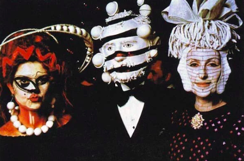17 Genuinely Creepy Photos From A 1972 Rothschild Dinner Party  13r