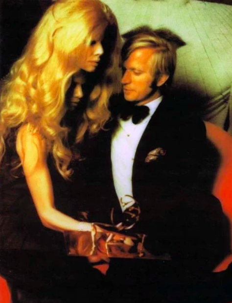 17 Genuinely Creepy Photos From A 1972 Rothschild Dinner Party  15r