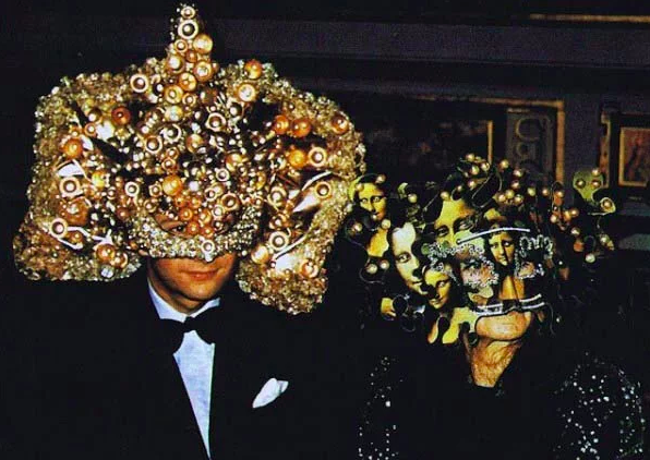17 Genuinely Creepy Photos From A 1972 Rothschild Dinner Party  5r
