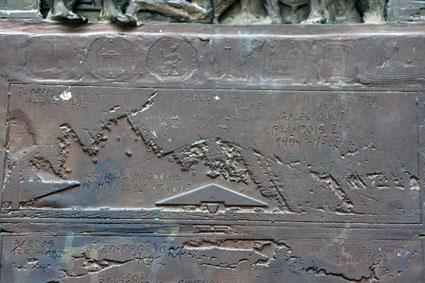 """Ovnis et """"extraterrestres"""" dans l'art antique (peintures, gravures et statuettes) - Page 3 Mdh_insolite1_small"""