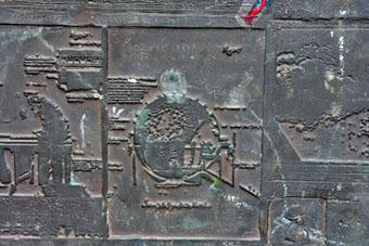 """Ovnis et """"extraterrestres"""" dans l'art antique (peintures, gravures et statuettes) - Page 3 Mdh_insolite2_small"""
