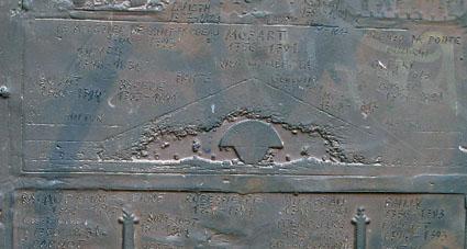 """Ovnis et """"extraterrestres"""" dans l'art antique (peintures, gravures et statuettes) - Page 3 Mdh_insolite4_small"""