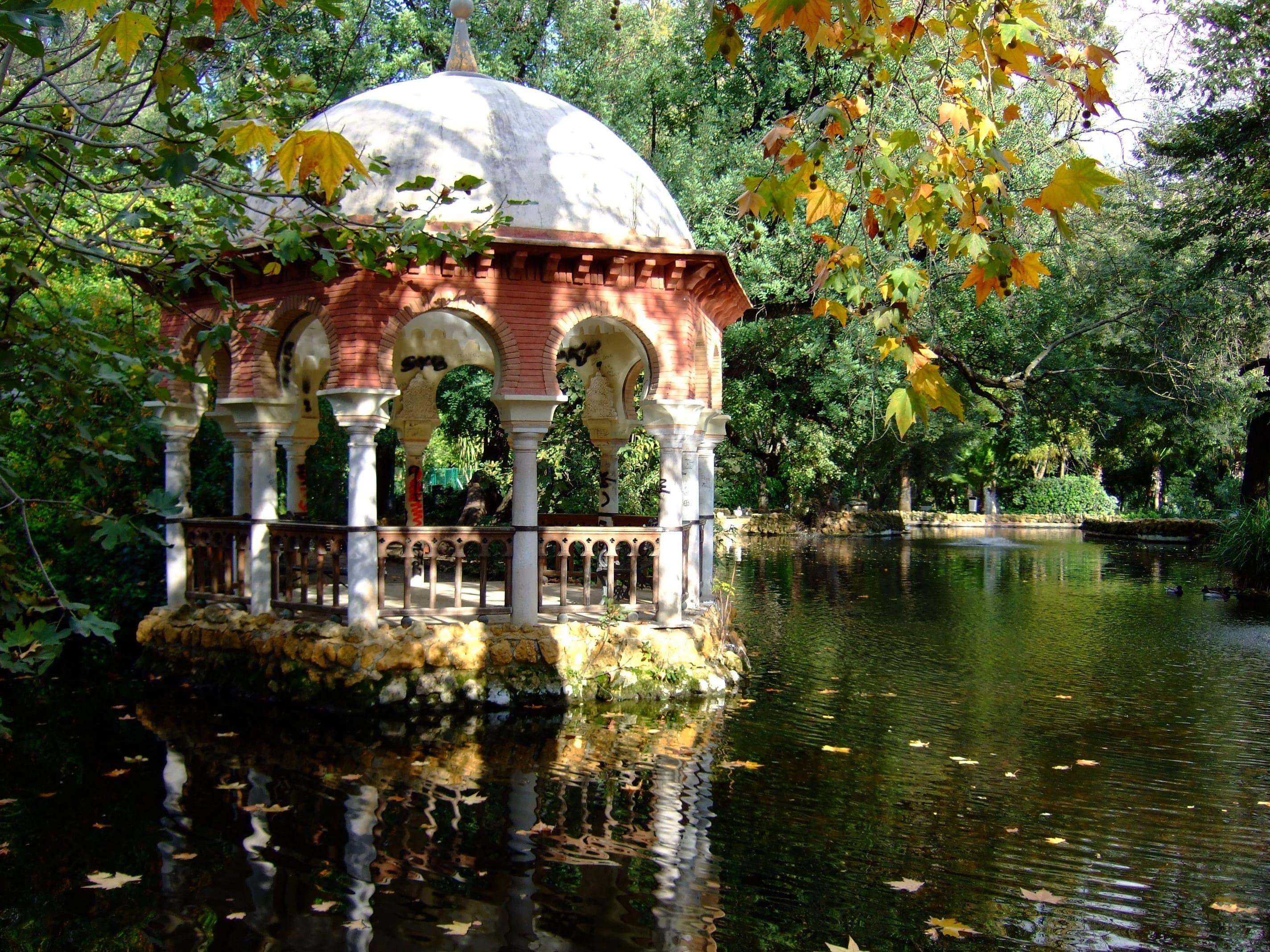 detodounpoco.achl Glorieta-junto-al-lago-en-el-Parque-Maria-Luisa-en-Sevilla