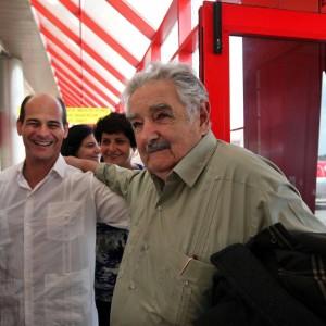 """Marijuana di Stato, aborto e nozze gay in Uruguay: la rivoluzione di """"Pepe"""" Mujica 112317608-db668369-59bf-4ef1-a801-b560780a7add"""