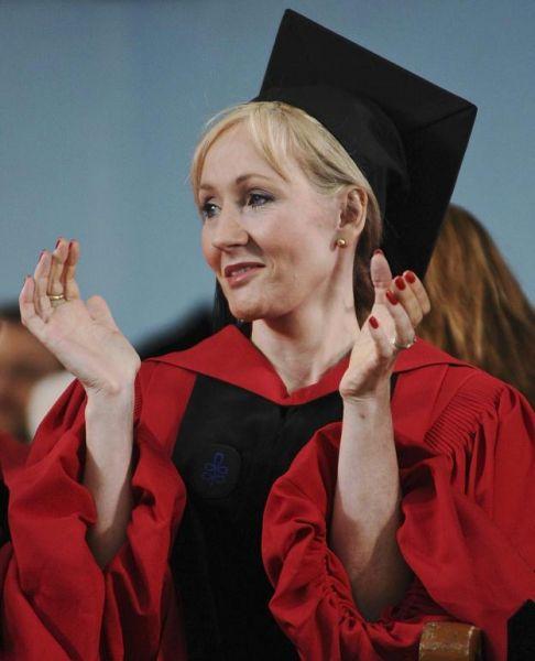 J.K. Rowling: the hands & handprints of the UK author! (Harry Potter) Lapresse131247510606140955_big