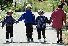 """Un ormone per i bambini più bassi """"Più alti anche di 20 centimetri"""" Este_10093306_34480"""