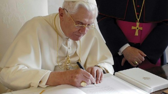 """Ratzinger: """"Caro Odifreddi le racconto chi era Gesù"""" 045437945-4df6331d-c9cc-4bcd-b750-7858a1d207ca"""