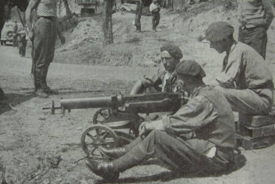 Ametralladora Maxim Navarra17