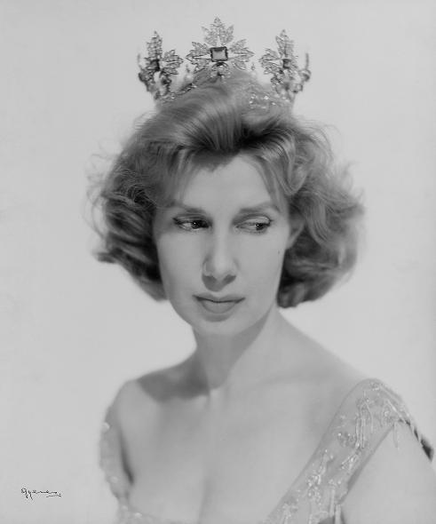 TIARAS I - Página 2 Fotografia-de-la-duquesa-de-alba-1956-juan-gyenes-biblioteca-nacional