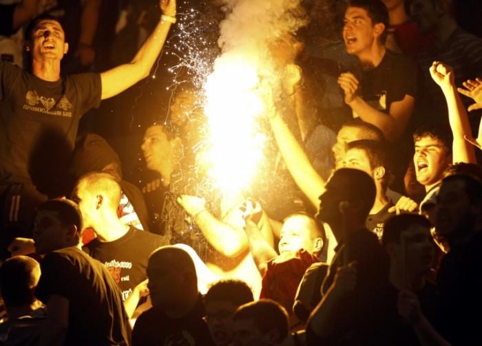 Fenomenul Ultras in alte sporturi - Pagina 4 Ser-cro-9-700x503
