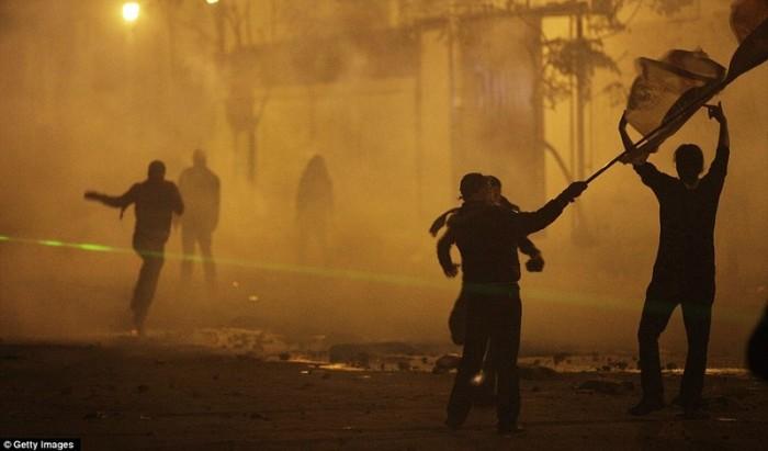 Egypt: Cel putin 74 de morti la un meci de fotbal din Egipt! 10540299-700x411
