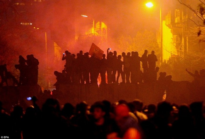 Egypt: Cel putin 74 de morti la un meci de fotbal din Egipt! 85198775-700x476