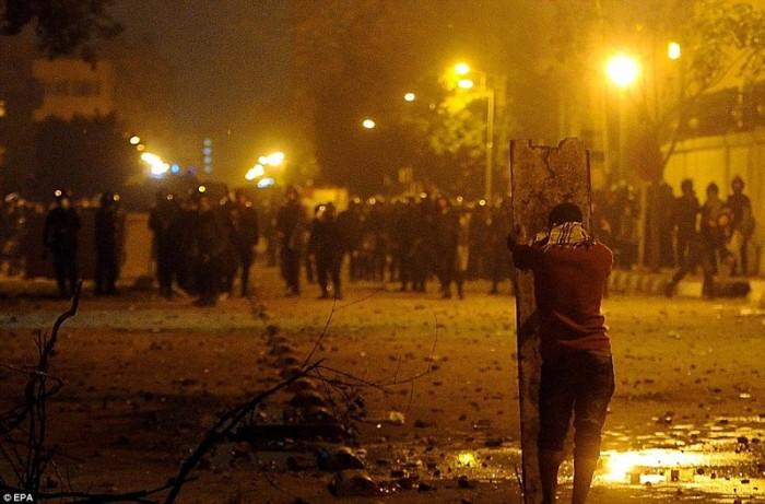 Egypt: Cel putin 74 de morti la un meci de fotbal din Egipt! 99334278-700x461
