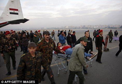 Egypt: Cel putin 74 de morti la un meci de fotbal din Egipt! Article-2095316-118F243D000005DC-19_470x327