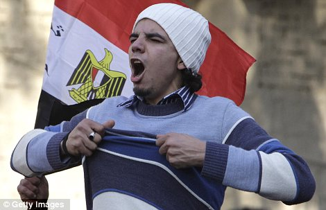 Egypt: Cel putin 74 de morti la un meci de fotbal din Egipt! Article-2095316-11906C18000005DC-415_470x303