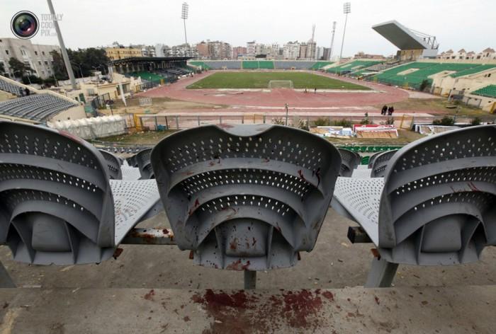 Egypt: Cel putin 74 de morti la un meci de fotbal din Egipt! Footballriots_020-700x472