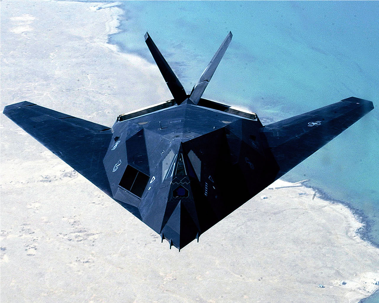 اسرع 50 طائرة في العالم F_117_nighthawk_2