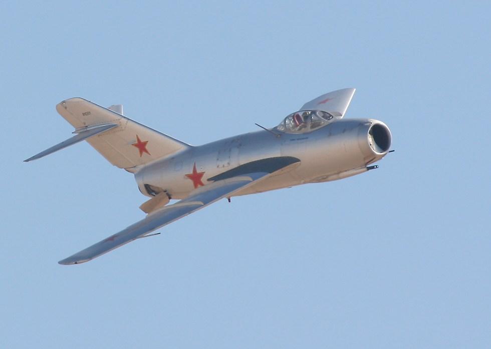 النفاثه السوفيتيه الأولى MIG -15 Mig15From1oClock_1