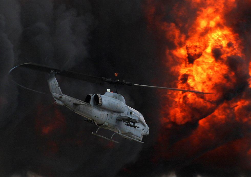 Hélicoptères de combats SuperCobraAndWallOfFire