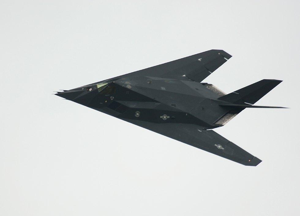 الطائر الامريكية الغير مرئيةطائرة التسلل الأمريكية الغير مرئية F117Banking9oClock