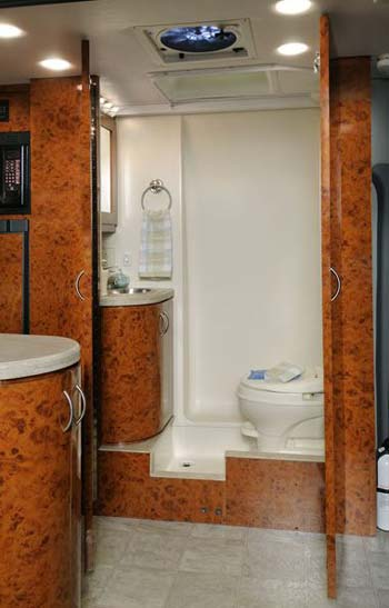 Se viene la temporada fría, la solución  Four-winds-ventura-bathroom