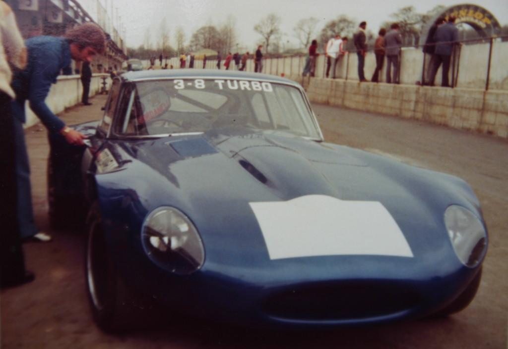 Jaguar à toutes les sauces. - Page 12 1975-Testing-400bhp-Modsports-E-Type-at-Brands-e1367094276198-1024x705