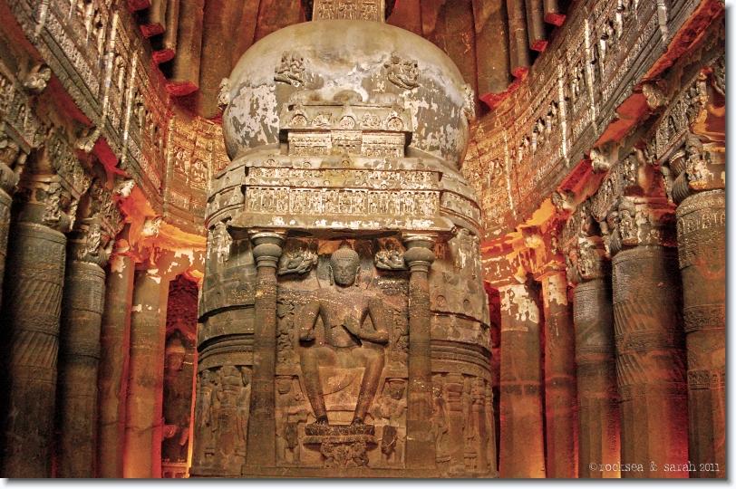 Indijsko vajarstvo Ajanta_caves_chaitya_02